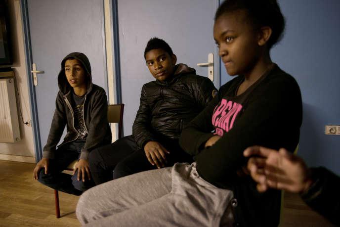 Des jeunes du quartier de La Savine, à Marseille, prennent la parole sur les attentats de