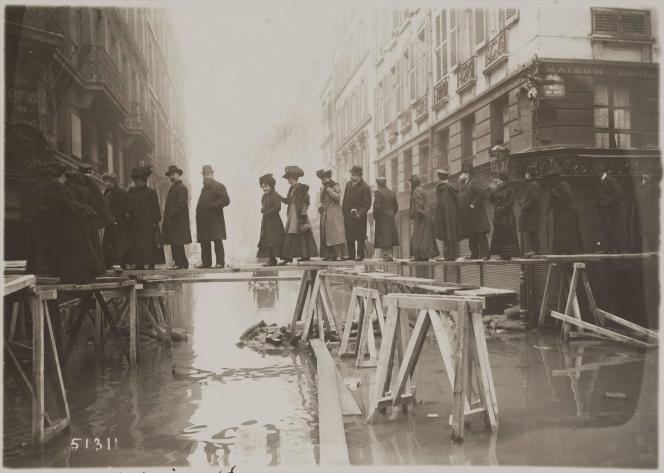 Rue de l'Université en 1910