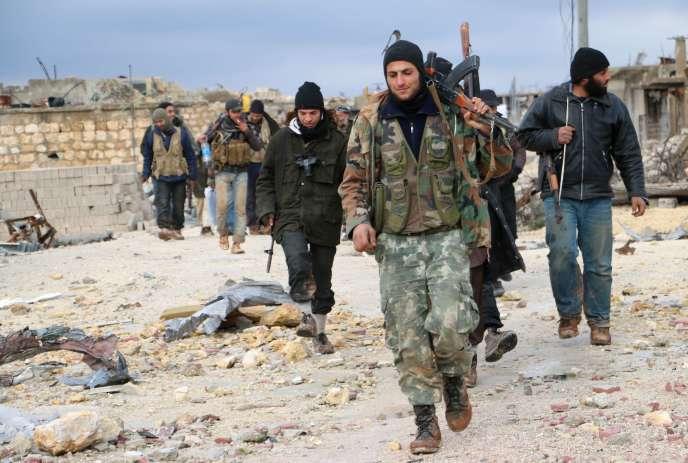 Des rebelles syriens dans la région d'Alep, le 7 janvier 2015.