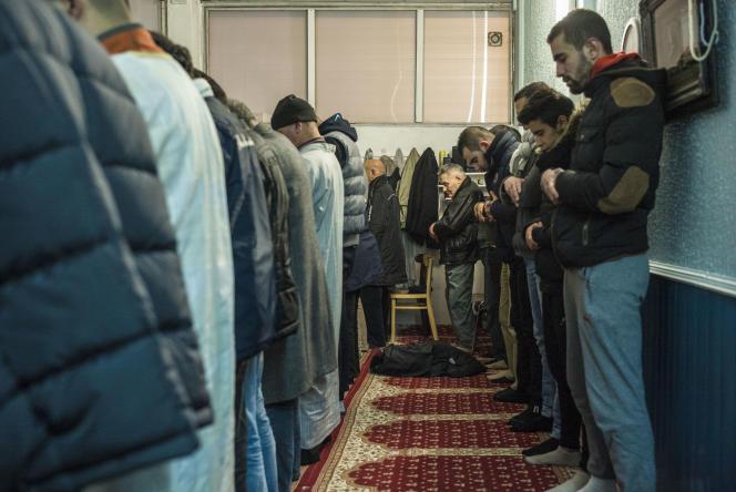Dans le local de l'Association des musulmans de l'agglomération de Béthune, le 16 janvier.