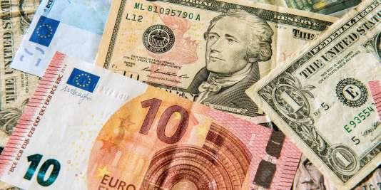 Euros et dollars.