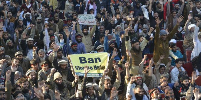 Des milliers de personnes se sont rassemblées dimanche 18 janvier au Pakistan contre la publication d'une caricature de Mahomet en