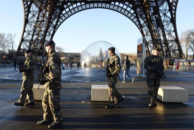 Après les récentes attaques à Paris, plusieurs élus français réclament l'instauration d'un