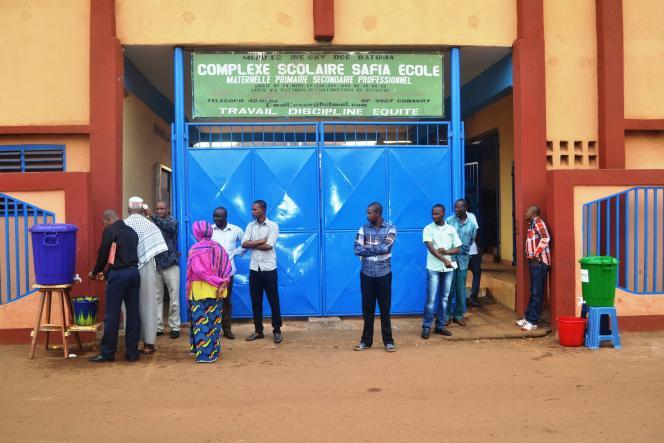 Le 19 janvier à Conakry, les élèves peuvent retourner à l'école après en avoir été empêché pendant quatre mois du fait du virus Ebola. Pour suivre au plus près les mutations et les événements, Le Monde Afrique ajoute huit journalistes et reporters à un dispositif qui en comptait quatre, ainsi que plus de trente correspondants en Afrique, contre trois jusqu'alors.