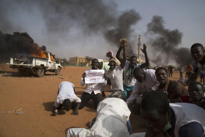 Manifestation dénonçant la publication par «Charlie Hebdo» de caricatures du prophète Mahomet, le 17janvier, à Niamey.