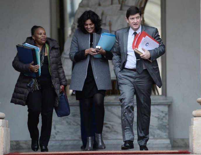 Le ministre de la ville, de la jeunesse et des sports Patrick Kanner et sa secrétaire d'Etat Myriam El Khomri, devant la ministre de la justice Christiane Taubira, à l'Elysée le 17 décembre.