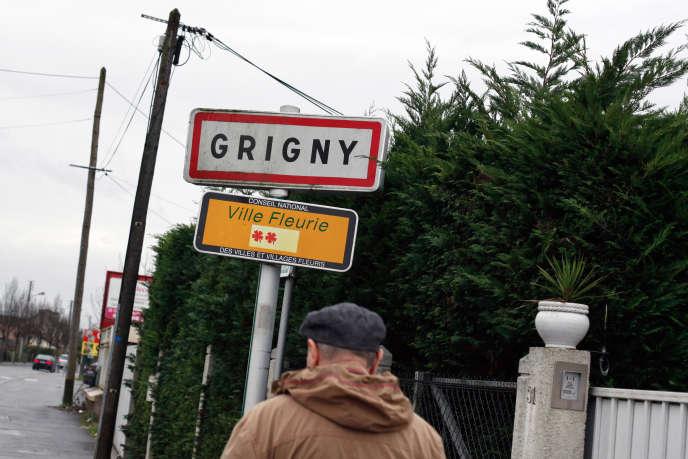Près de mille personnes, dont 250 élus locaux, ont participé, lundi 16octobre, aux premiers états généraux de la politique de la ville, à Grigny (Essonne).