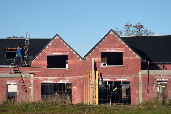 Une maison en construction dans la banlieue de Rennes, en novembre 2014.
