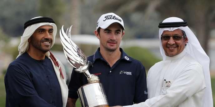 Encadré par deux parrains de l'Open d'Abou Dhabi, le Français Gary Stal, 357emondial, repart avec un trophée qu'il a ravi de haute lutte, dimanche18janvier, dans la capitale des Emirats arabes unis.