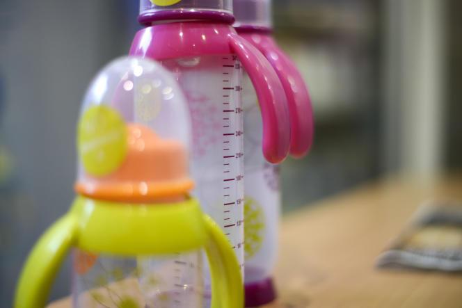 L'Assemblée nationale a définitivement approuvé, en juin 2010, la suspension de la commercialisation des biberons contenant du bisphénol A.