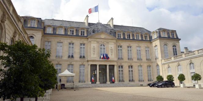 La gendarmerie des transports aériens, qui a créé une cellule d'enquête sur les drones, est chargée de l'enquête.