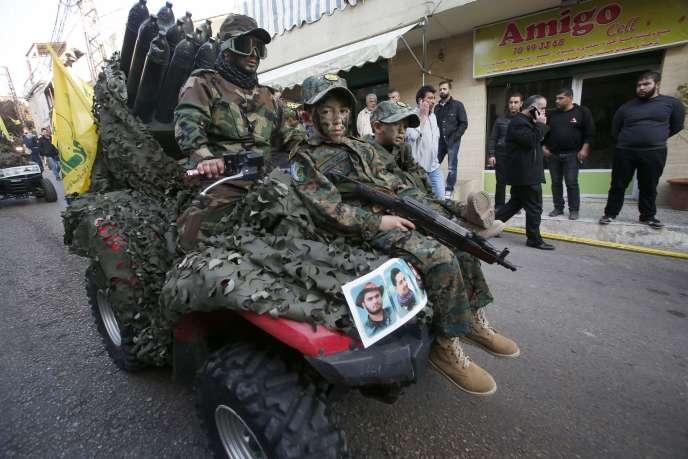 Défilé militaire du Hezbollah, mardi 20janvier, à Arab Salim, dans le sud du Liban.