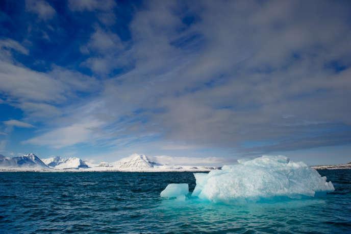 La Norvège va redéfinir la cartographie des contours de la banquise dans l'Arctique, une décision controversée susceptible d'ouvrir davantage la mer de Barents aux activités pétrolières.