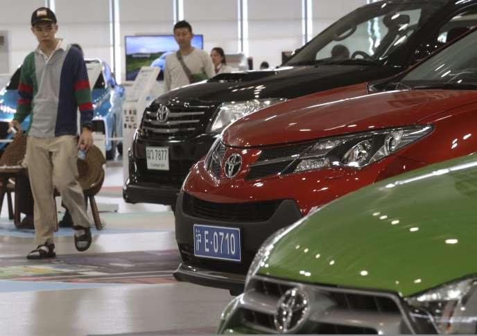 Toyota a décidé pour sa part de ne pas construire de nouvelles usines pendant trois ans, jusqu'enmars2016, dans le but de «renforcer sa compétitivité».