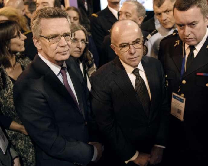 Le ministre français de l'intérieur, Bernard Cazeneuve, et son homologue allemand, Thomas de Maiziere, le 20 janvier à Lille.