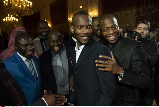 Lassana Bathily, au premier plan, lors de la cérémonie de naturalisation, mardi 19 janvier, place Beauvau.