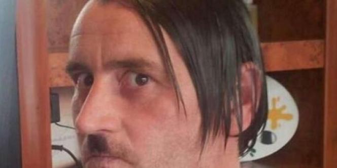 Photo de Lutz Bachmann grimé en Hitler.