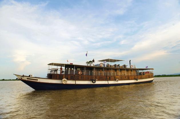 Sur le  Toum Tiou,  à la découverte du Cambodge  sur le Mékong. -
