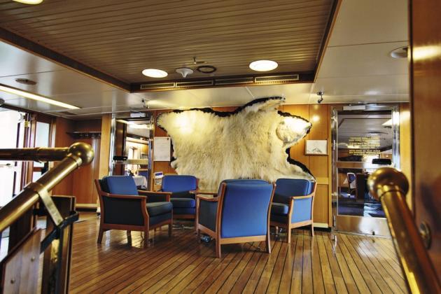 Bois exotique, matières nobles et mobilier de choix font de ces navires de véritables maisons d'hôtes.  Ici, l'express côtier qui rallie Bergen à Kirkenes, en Norvège.