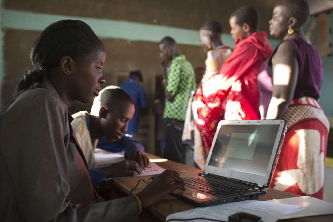 Enregistrement de données numériques lors des élections générales de mars 2013 au Kenya.