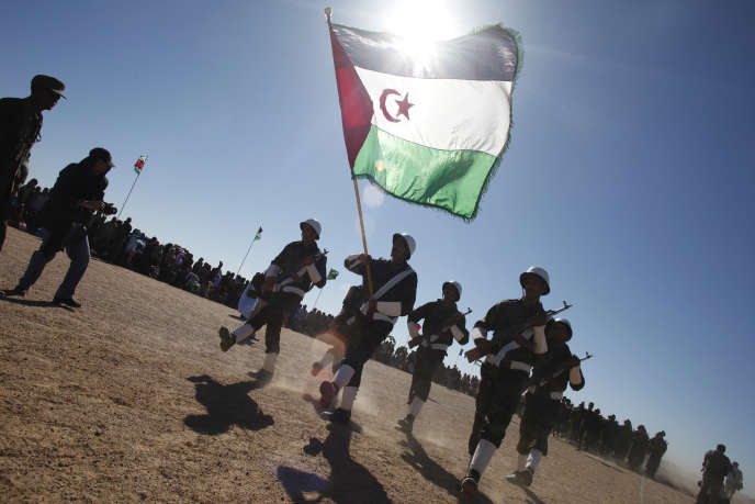Des soldats du Front Polisario paradent lors de la commémoration du 35e anniversaire de