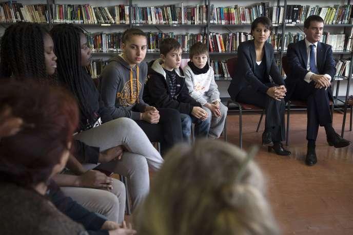Manuel Valls et Najat Vallaud-Belkacem dans une école de Pontault-Combault, le 23 janvier