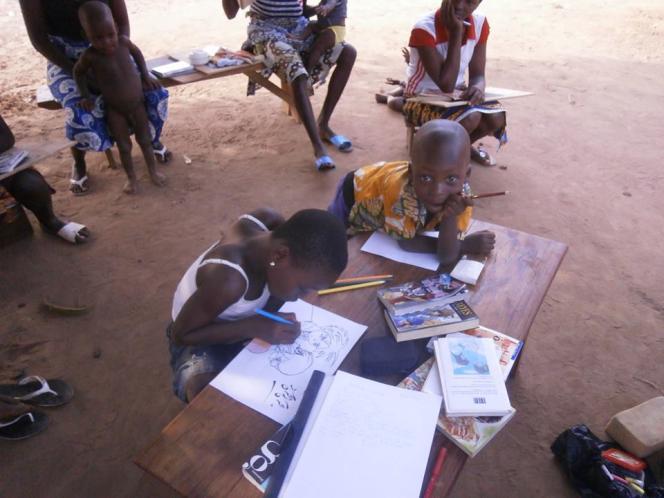 L'association bretonne Madig a acheminé 180 mangas jusqu'à Aplahoué au Bénin, pour aider à l'alphabétisation des zones rurales.