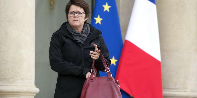 Françoise Martres (ici le 19 mars 2014 à l'Elysée), la présidente du Syndicat de la magistrature, avait indiqué que le panneau n'était « qu'un moyen d'expression privée de membres du syndicat exaspérés par les attaques dont la justice faisait l'objet » et qu'il faisait déjà « partie des meubles » lorsqu'elle avait été élue. Elle a néanmoins été mise en examen en tant qu'« éditrice » du fameux mur.