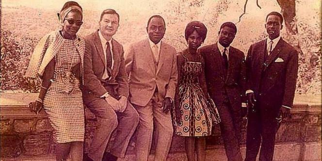 Le successeur à la présidence ivoirienne, Henri Konan-Bedié (second en partant de la droite) aux côtés du