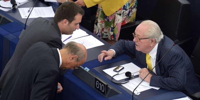 Le président d'honneur a fustigé samedi l'« outrecuidance » du vice-président du parti, qui a suggéré que Jean-Marie Le Pen avait bu avant d'évoquer une thèse conspirationniste lors de l'attentat à « Charlie Hebdo ». (image d'archive)