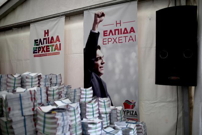 Une affiche du parti Syriza, favori des élections législatives du 25 janvier.