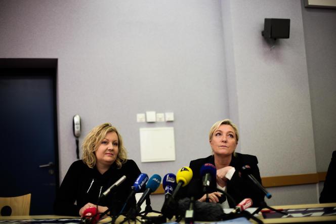 Sophie Montel, candidate FN dans la 4e circonscription du Doubs, et Marine Le Pen, à Montbéliard le 23 janvier.