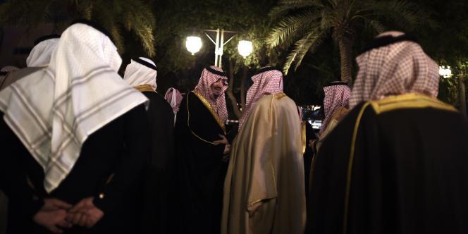 C'est en respectant scrupuleusement le rite wahhabite qu'a été enterré le roi saoudien Abdallah, vendredi 24 janvier à Ryiad, juste après la grande prière.
