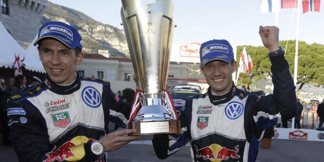 Sébastien Ogier (à droite) avec son copilote Julien Ingrassia, après leur victoire au Rallye Monte-Carlo, dimanche 25 janvier.