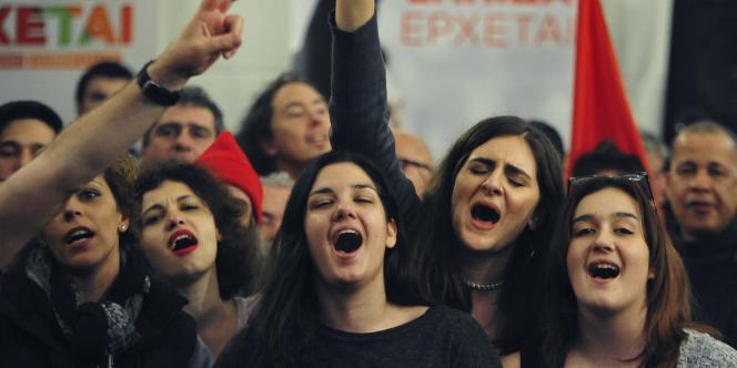 Syriza affiche une avance de plus de six points face à la droite (35,4 %- 29 %) après le dépouillement d'un quart des bulletins de vote. La majorité absolue n'est pas encore assurée.