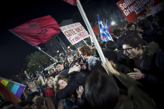 Dimanche soir à Athènes,  après la victoire de Syriza. Lundi 26 janvier, se tenait à Bruxelles une réunion des ministres des finances des 19 pays de la zone euro.