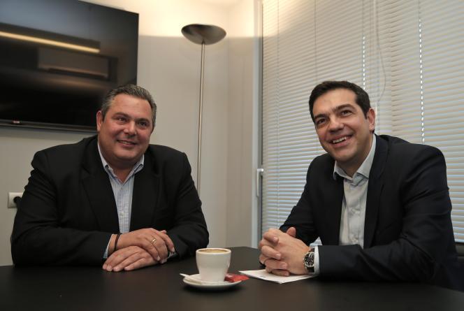 Alexis Tsipras (droite) n'a pu diriger que grâce à l'alliance forgée avec l'ANEL, parti nationaliste fondé par Panos Kamenos (gauche).