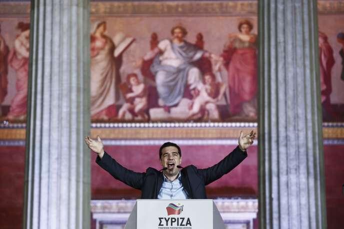 Alexis Tsipras, le dirigeant du parti de la gauche radicale Syriza, s'adresse à ses partisans à Athènes après la victoire du parti aux législatives, le 25 janvier 2015.
