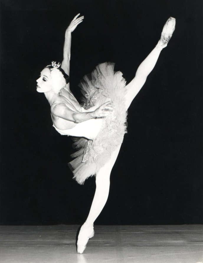 Wilfride Piollet danse dans