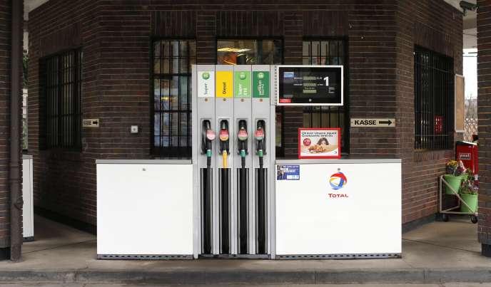 Une pompe à essence à Dresde (Allemagne), en janvier 2015.