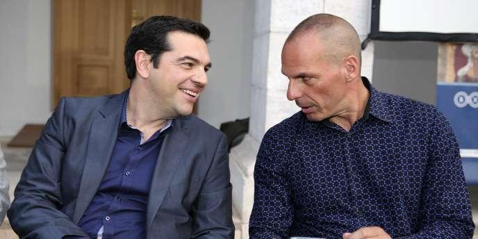 De gauche à droite, MM. Alexis Tsipras et Yanis Varoufakis en juin 2014.
