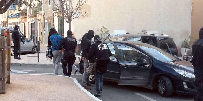 Plusieurs personnes ont été interpellées et leurs logements perquisitionnés.