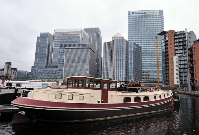 Les mastodontes bancaires «sont à l'épicentre des scandales financiers : sur le Libor, l'Euribor, les produits structurés toxiques, les prêts hypothécaires, l'évasion fiscale, etc.»(Photo: le quartier d'affaires londonien de Canary Wharf ).