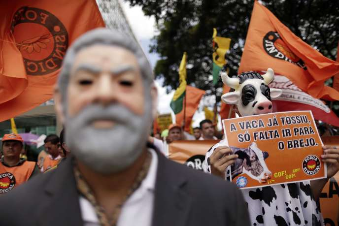 Lors d'une manifestation devant le ministère des finances, le 28 janvier à Brasilia.
