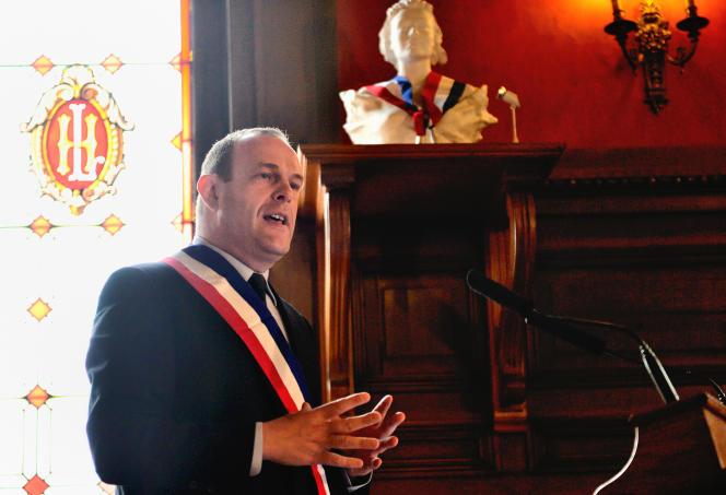 Steeve Briois lors de son conseil municipal inaugural, le 30 mars 2014.