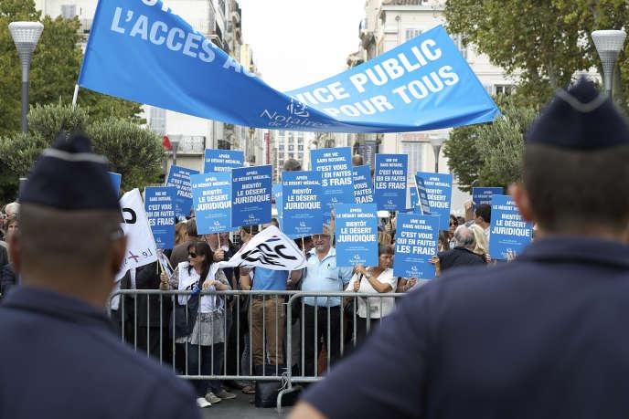 Manifestation de notaires à Marseille, le 17 septembre 2014.