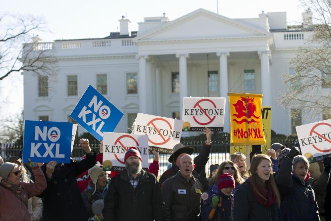 Manifestation d'opposants à l'oléoduc Keystone XL, devant le Maison Blanche, à Washington, le 10 janvier.
