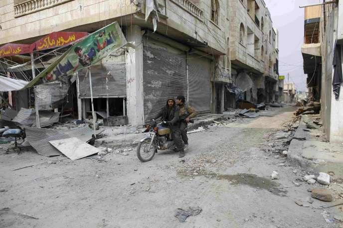 Des combattants des Unités de protection du peuple kurde (YPG) à Kobané, le 28 janvier 2015