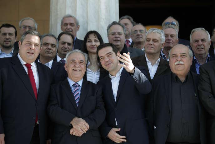 L'ensemble du nouveau gouvernement grec qui s'est réuni pour la première fois, mercredi.