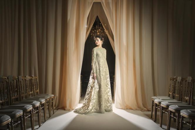 Robe longue romantico-médiévale pour Valentino.